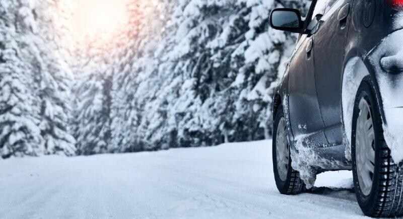 Важни правила за безопасно шофиране през зимата image