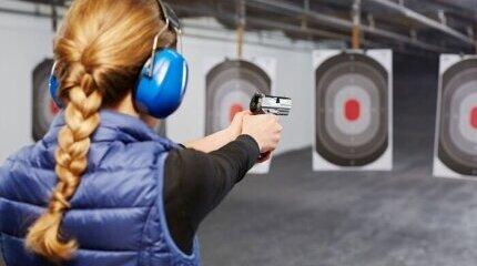 Какво представлява гражданската отговорност за хора, ползващи огнестрелни оръжия image