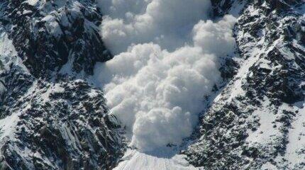 ВНИМАНИЕ! Значителна лавинна опасност има в планините. Планинската застраховка спасява животи image