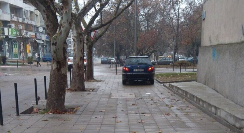 The fine for parking on sidewalks becomes BGN 200 image