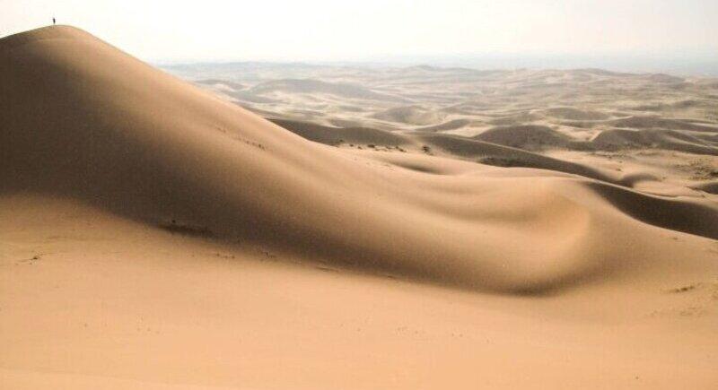 Проект на сграда, наподобяваща пясъчни дюни представи Заха Хадид image