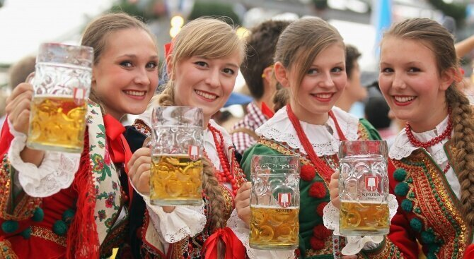 Companies offer insurance for drunks at Oktoberfest image