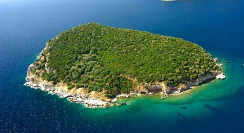 Първи частен остров в България image