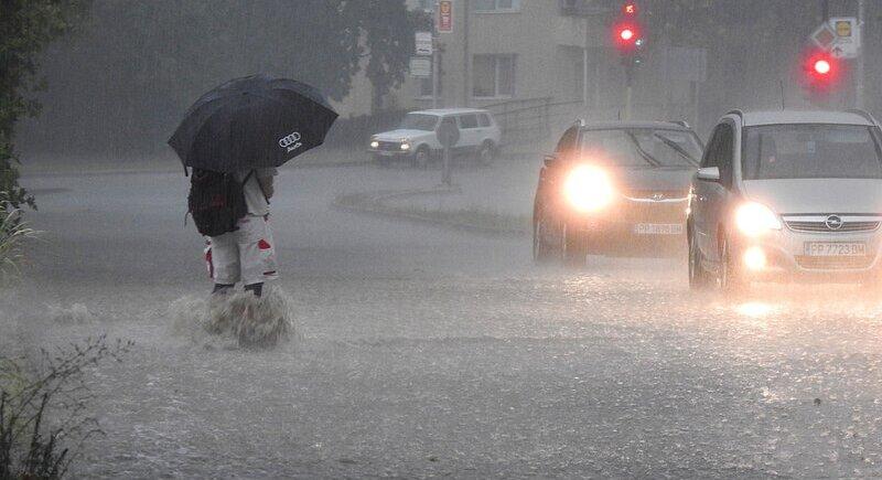 И днес – силни бури и много дъжд image