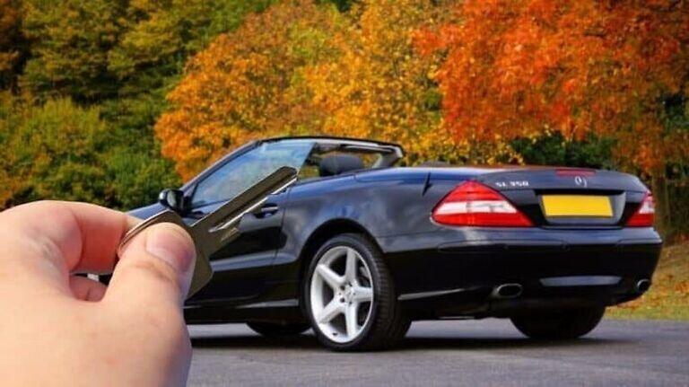 Крадци сканират ключа на колата през стената image