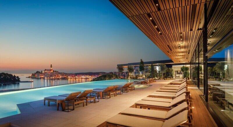 The most impressive hotel pools image