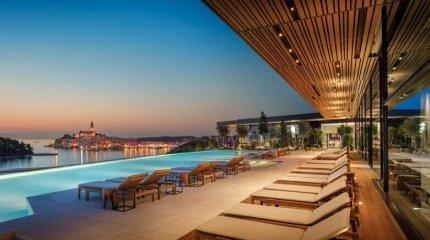 Най - впечатляващите хотелски басейни image