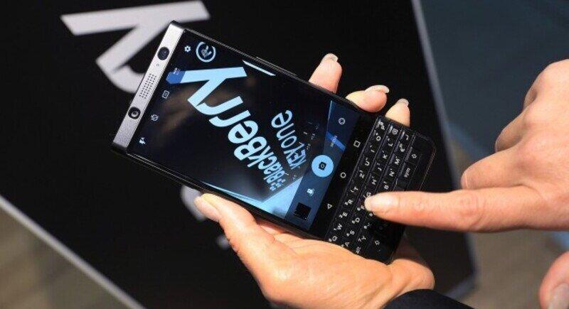 BlackBerry се предаде image