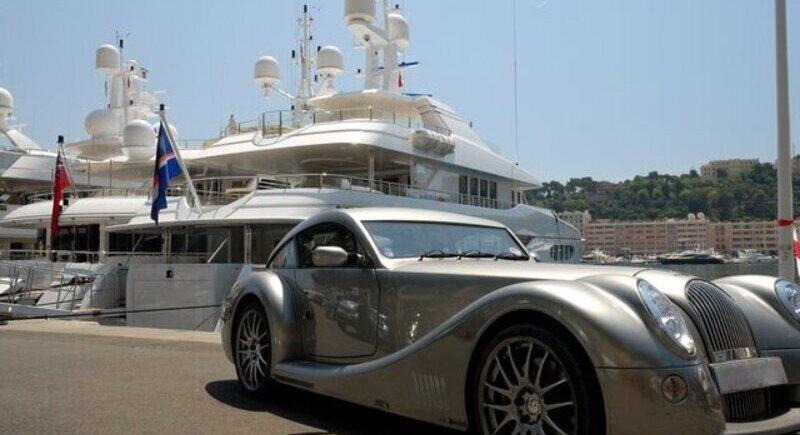 Нови данъци за собствениците на мощни коли и на яхти в Гърция image